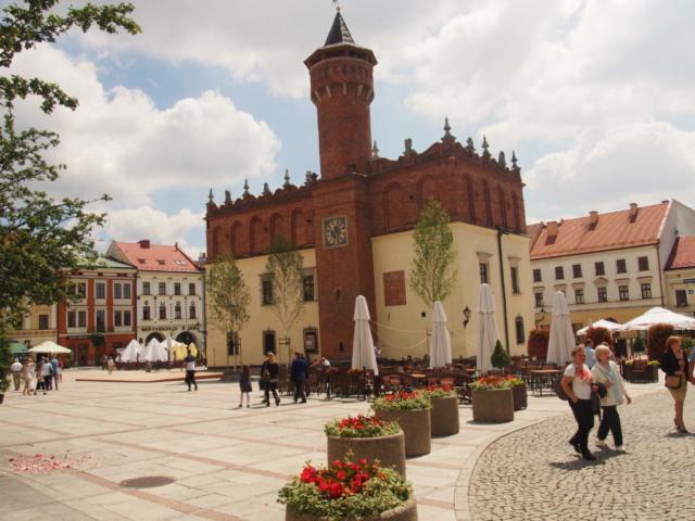 Rynek w Tarnowie z budynkiem ratuszu
