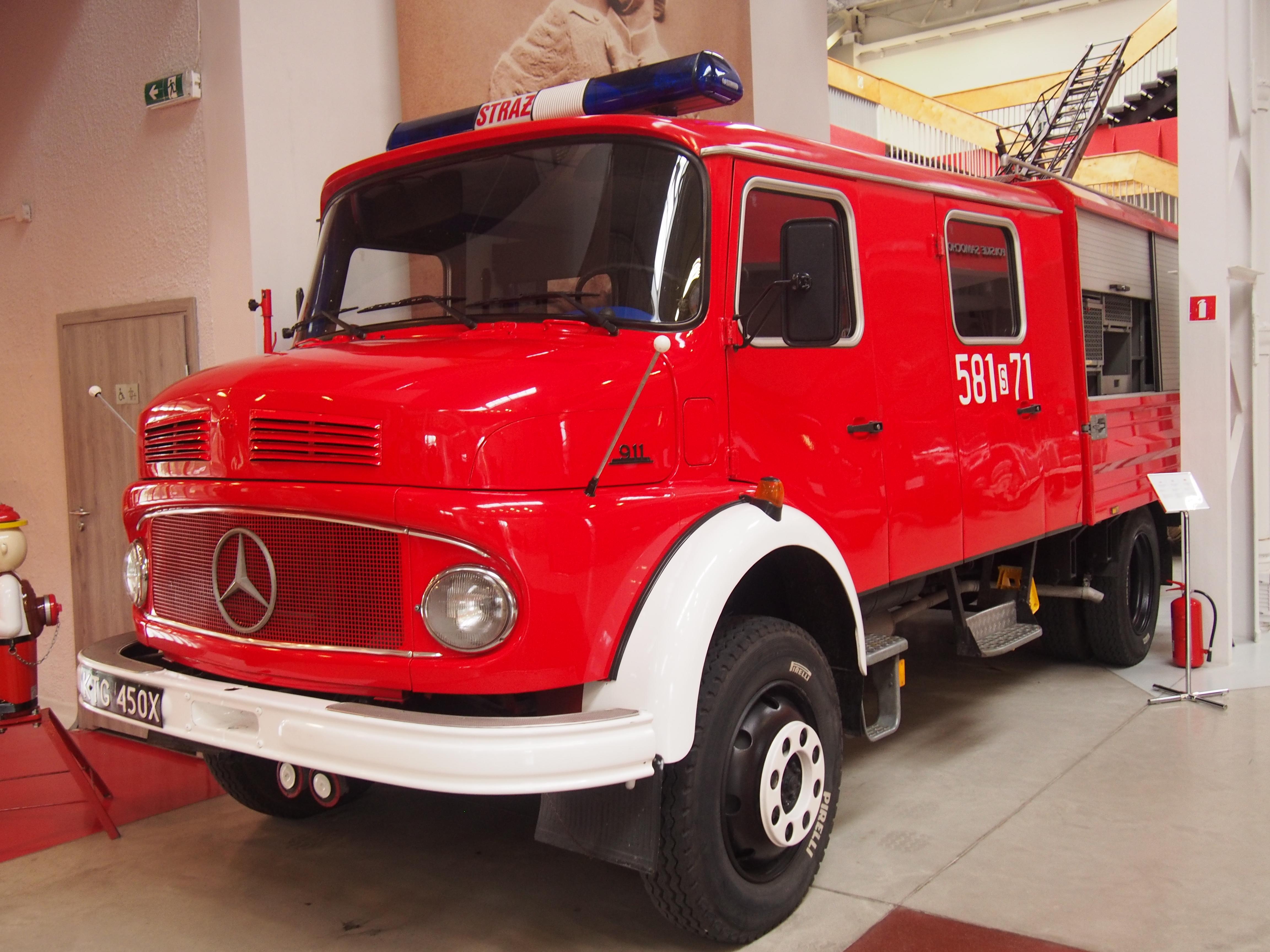 Wóz strażacki marki Mercedes