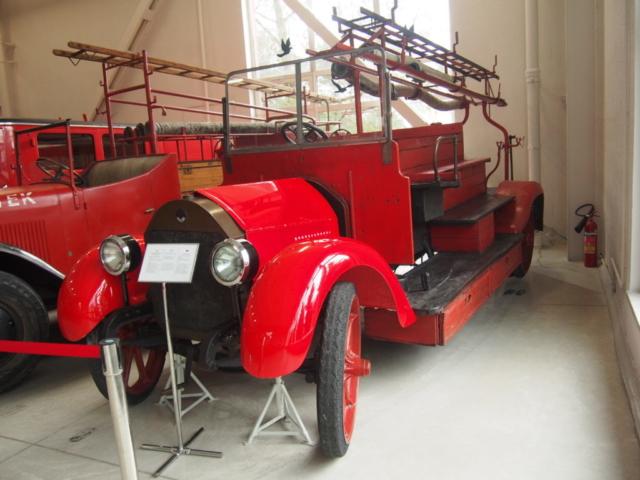 Naprawdę wiekowy wóz strażacki
