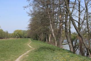 Ścieżka wzdłuż zbiornika