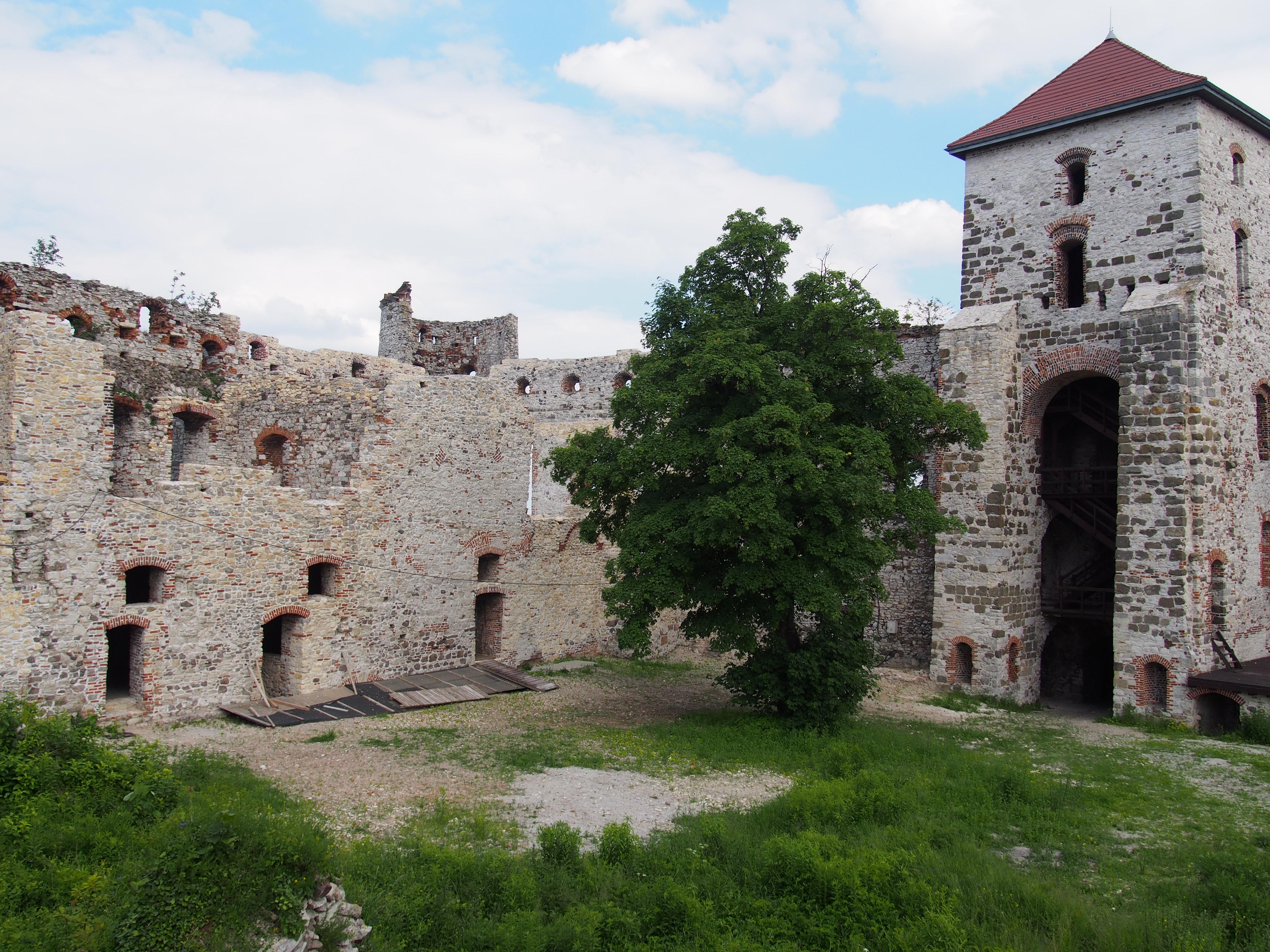 Zamek Tenczyn mury