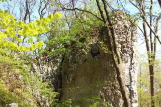 Wysoka wapienna skała